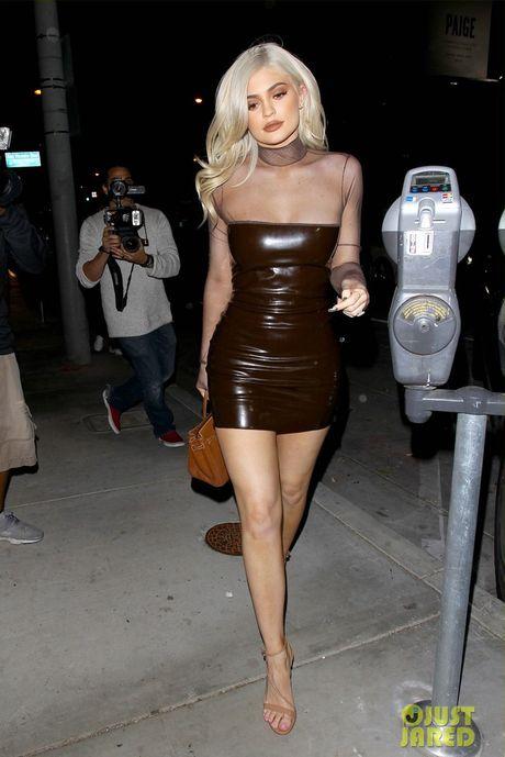 Khong phai Kim hay Kendall, Kylie Jenner moi la my nhan dang nguong mo nhat nha Kardashian - Anh 13