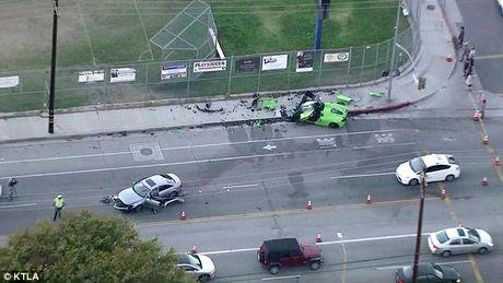 Buốt ruột nhìn siêu xế Spider McLaren nát bét sau tai nạn