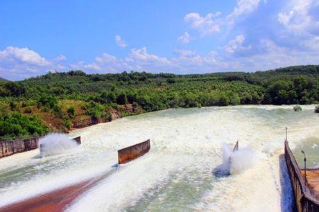 Hôm nay, hồ Dầu Tiếng xả lũ về sông Sài Gòn