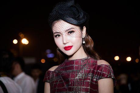 'Nữ hoàng sắc đẹp' Ngọc Duyên lần đầu xuất hiện trước công chúng sau đăng quang