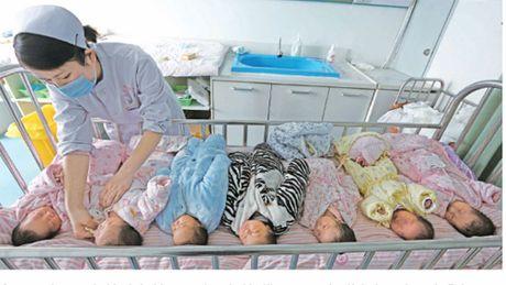 Mất cân bằng giới tính, các cặp vợ chồng Trung Quốc khát khao bé gái
