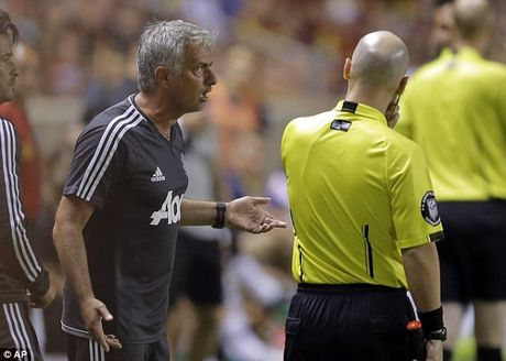 Cai trong tai, Mourinho khien hoc tro bi duoi - Anh 2