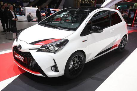 Toyota Yaris phien ban xe dua san xuat gioi han chi 400 chiec - Anh 1