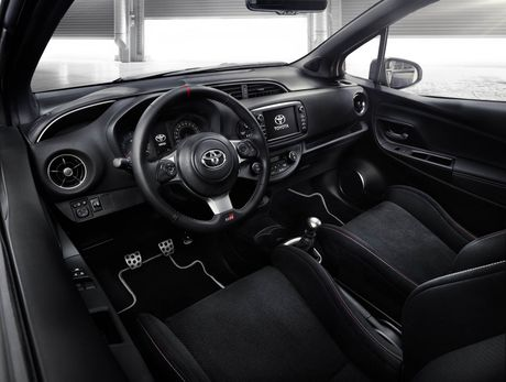 Toyota Yaris phien ban xe dua san xuat gioi han chi 400 chiec - Anh 6