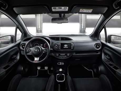 Toyota Yaris phien ban xe dua san xuat gioi han chi 400 chiec - Anh 7