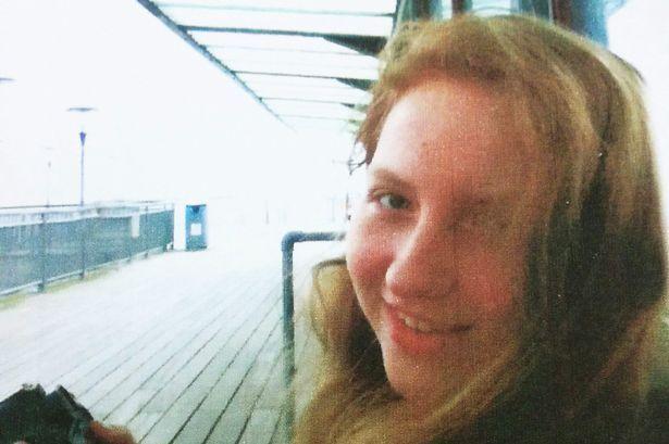 """Nữ sinh 15 tuổi treo cổ tự tử vì chứng """"dị ứng với wifi"""""""