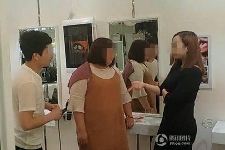 Không được đổi chỗ, khách nữ ném cả xấp tiền đòi mua cửa hàng